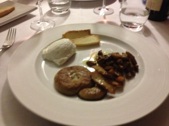 Marcetelli, Italy: porcini alla brace con ricotta fresca