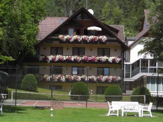 Neckers Landhotel Pfrondorfer Mühle: Garten Ansicht