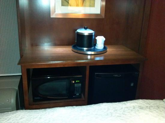 Hampton Inn & Suites St. Louis/South I-55: microwave and fridge