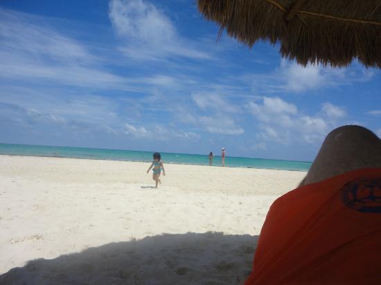Amarte Hotel : Beba disfrutando playa maroma