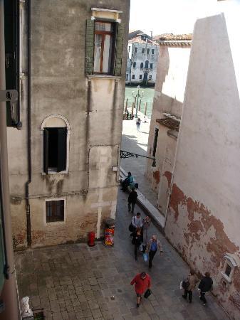Locanda Ca' San Marcuola: Vista desde la habitación hacia el Gran Canal