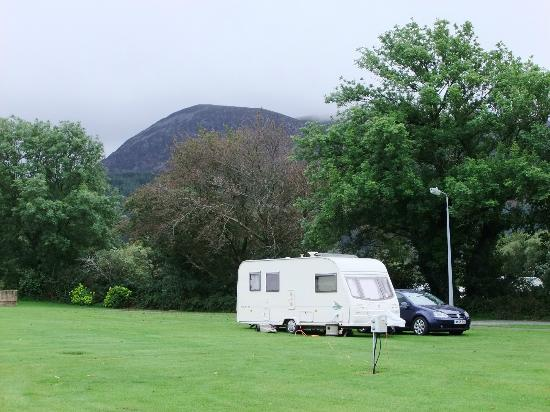 Bryn Gloch Caravan & Campsite: The Majestic Mountains Overlook the Site