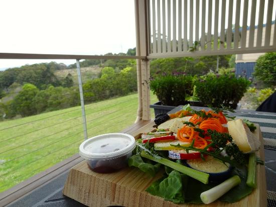 Blue Summit Cottages: Scrumptous Maleny cheese platter and wine!