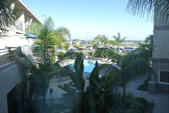 Best Western Plus Marina Gateway Hotel: View of pool area from our room
