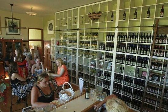 Cedarburg, WI: Quaint winery with a comprehensive selection