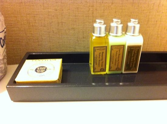 Avenue Suites Georgetown: L'Occitane toiletries provided
