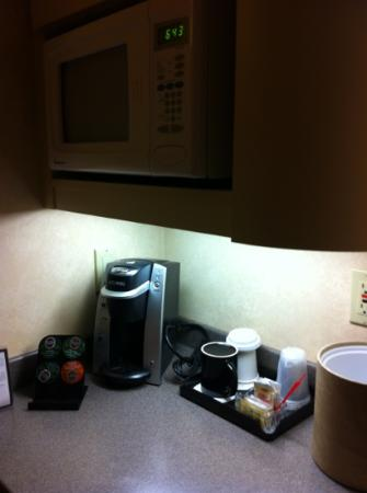 Heathman Lodge: kuerig coffee maker in room but only one real coffee mug? might be a room for the single travele