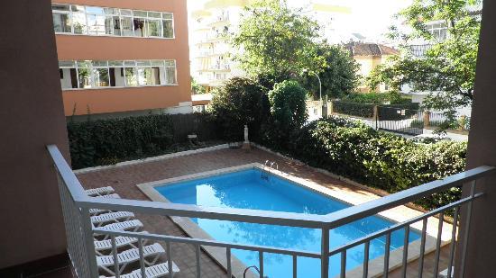 El Velero Apartments: 12