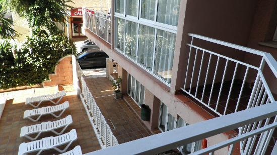 El Velero Apartments: 9