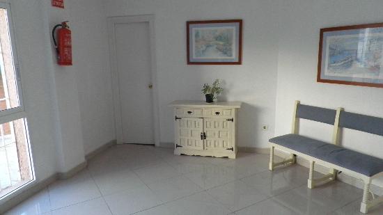 El Velero Apartments: 4