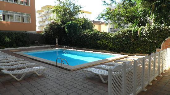 El Velero Apartments: 1