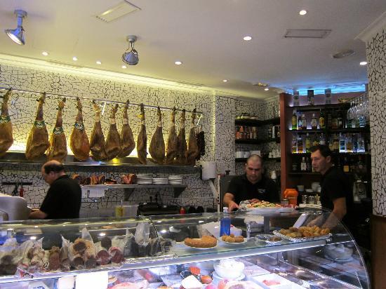 Deli counter at the entrance picture of casa vela valencia tripadvisor - Casa doli restaurante ...