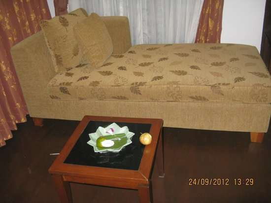 Railay Village Resort: sofa