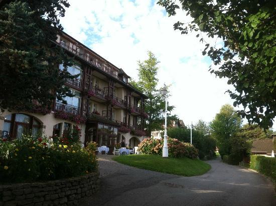 Hotel de la Verniaz et ses Chalets : The lovely Hotel de la Verniaz, above Evian.