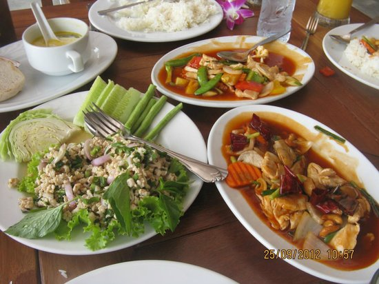 Railay Village Resort: lunch at sand sea (right next door) - great thai food