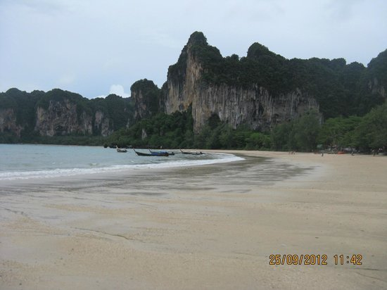 Railay Village Resort: beach