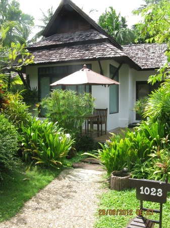 Railay Village Resort: villas from outside