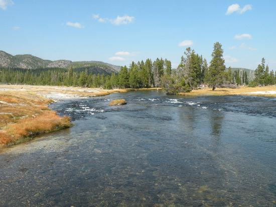 Biscuit Basin: Firehole River