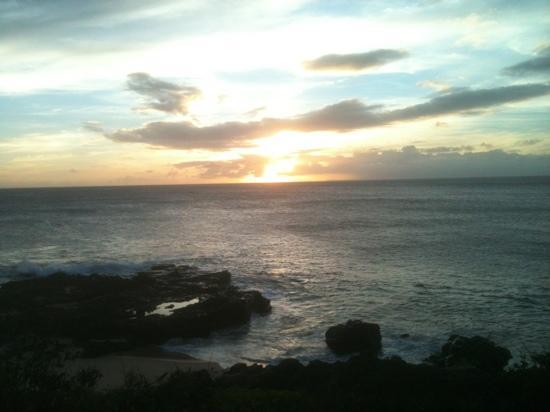 Ke Nani Kai : Sunset, looking at Oahu from the beach path at the resort.