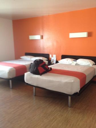 Motel 6 Newport Beach: spacious rooms
