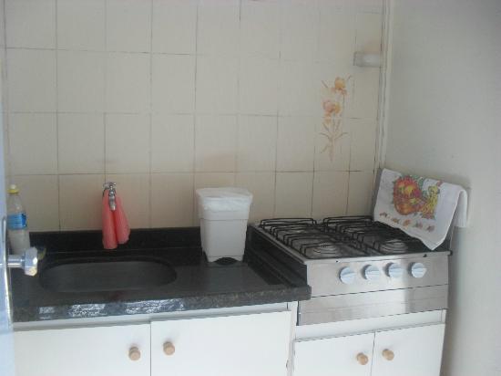 Hotel Flor Foz: mini cozinha dentro do quarto.