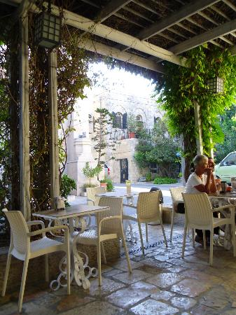 Christ Church Guest House: Outdoor Dining