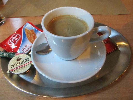 Pita Huis: Coffee as served to me