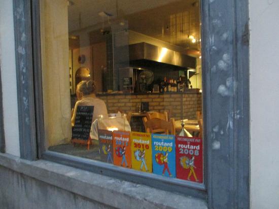 Pita Huis: Window and Awards