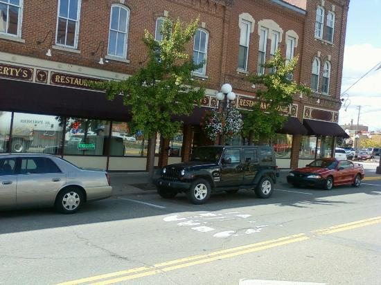 Red Wing Trolley : downtown-we ate here-yum