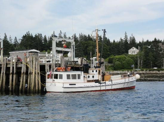 Monhegan Boat Line : Another view of the Laura B