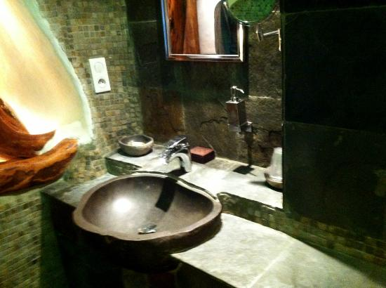 Domaine de Piscia: bathroom
