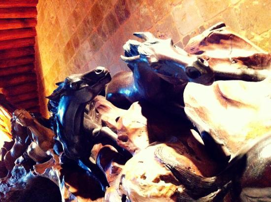 Domaine de Piscia: Carved headboard