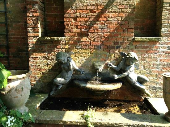 Cottesbrooke Hall and Gardens: statuary