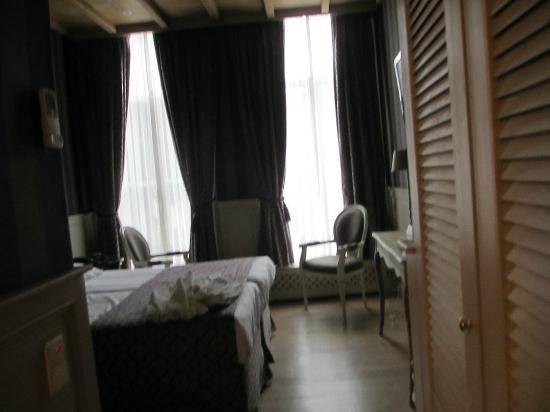 باتريتي: Room