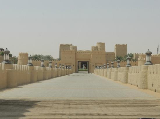 Qasr Al Sarab Desert Resort by Anantara: the approach