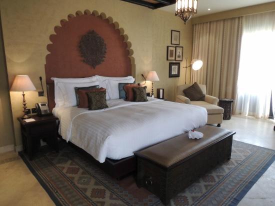 Qasr Al Sarab Desert Resort by Anantara: the room