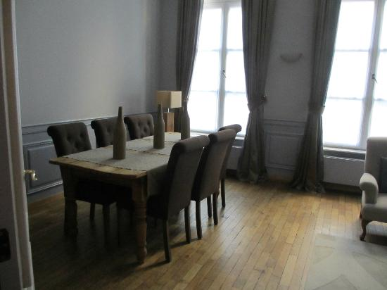 Le Dixseptieme: Dining Area in Van Dyke Suite