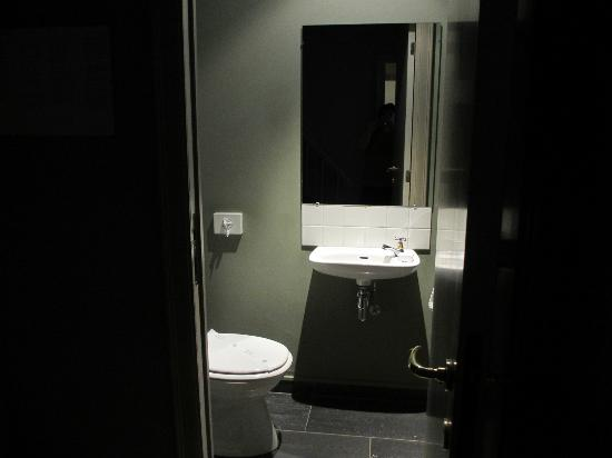 Le Dixseptieme: Toilet Room in Van Dyke Suite