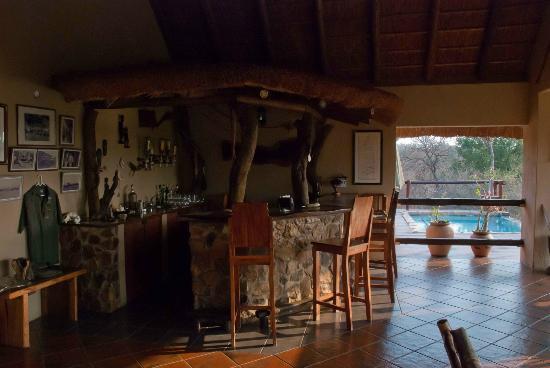 Bushwise Safaris: Main bar