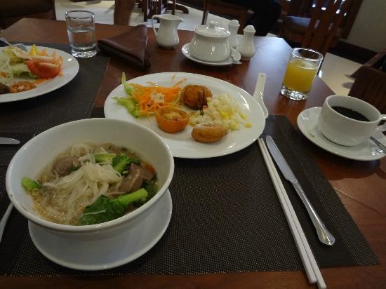 بوري أنكور ريزورت آند سبا: 朝食もおいしく、種類もあります 