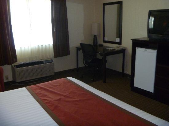 Inn America A Budget Motel: room