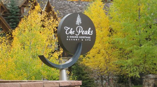 Peaks Resort & Spa: Fall Splendor at the Peaks Resort