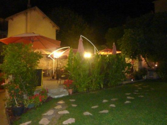 Da Francesco : Courtyard dining