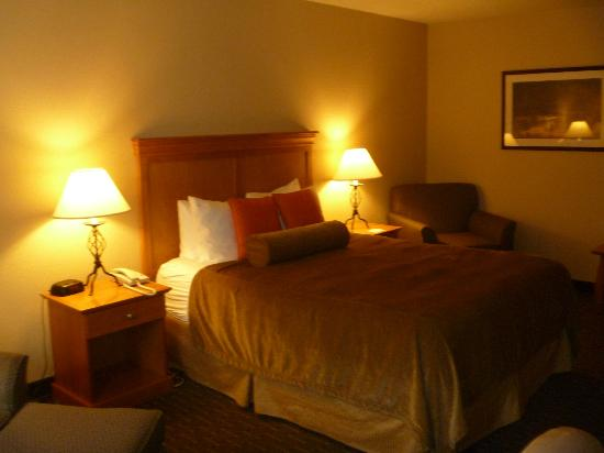 Best Western Plus Edmonds Harbor Inn: room