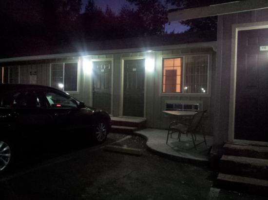 Pepperwood Motel: outside
