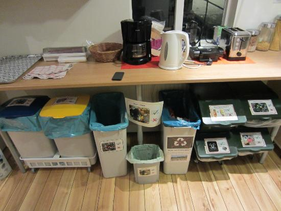 Reykjavik Downtown Hostel: Don't forget to recycle!