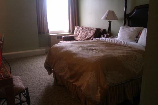 Francis Marion Hotel: 3rd floor queen