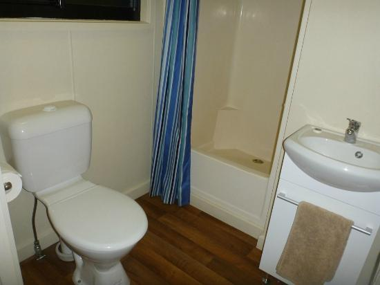 Mary River Wilderness Retreat & Caravan Park: Cabin 13 Bathroom