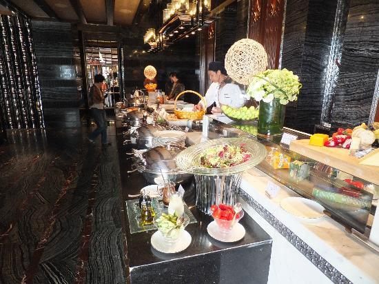 Mandarin Oriental Macau: Breakfeast buffet at restaurant