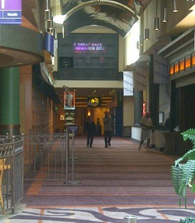 هرهس كاونسيل بلافز: Harrah's walkway from Hotel to Casino 
